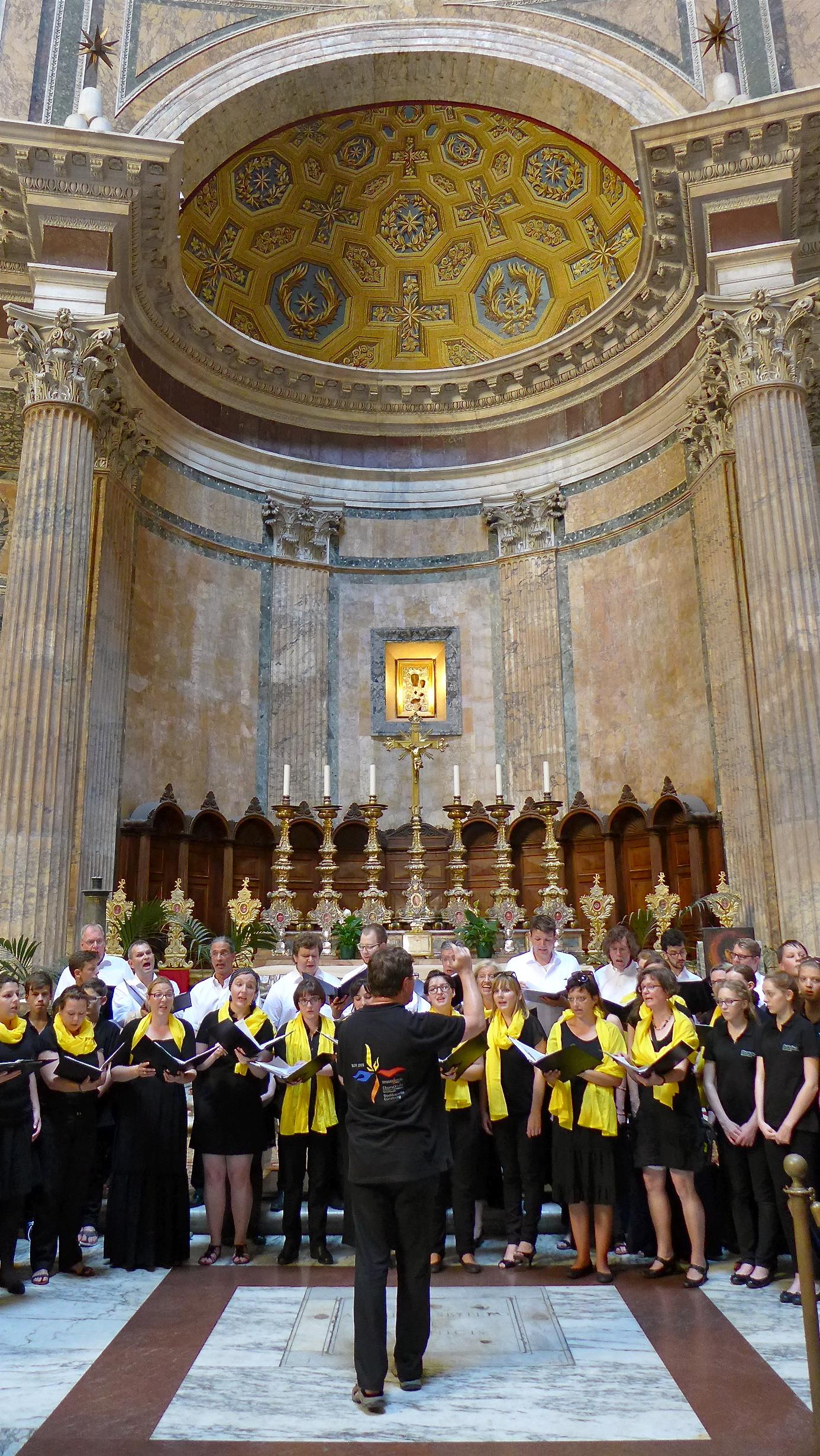 Konzert der camerata vocale gemeinsam mit der Chorschule des St. Thomasgymnasiums im Pantheon in Rom