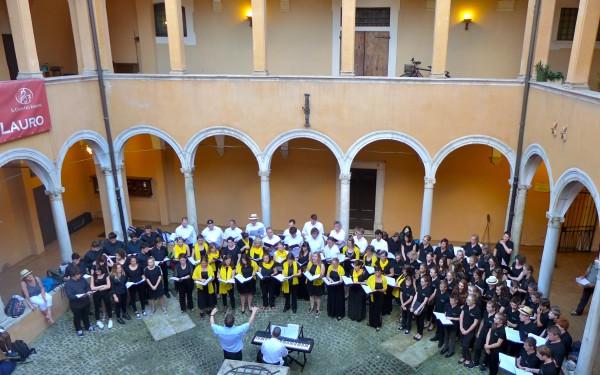 Konzert im Innenhof der Kirche San Salvador in Lauro, Rom