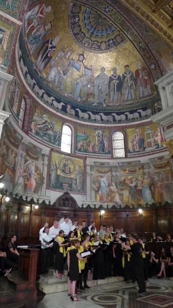 Gestaltung der Sonntagsmesse in Santa Maria in Trastevere/Rom mit der Chorschule und der camerata vocale